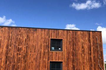 Termo mediena yra karščiu apdorota mediena. Didžiausias terminio apdorojimo privalumas yra jo ekologiškumas: mediena apdorojama tik aukšta temperatūra ir vandens garais. Terminis medienos apdorojimas atliekamas specialioje kameroje, visą procesą valdo kompiuteris. Mediena yra kaitinama iki 215 laipsnių. Naudojami įrenginiai yra vieni geriausių rinkoje, kadangi jų konstrukcija užtikrina ypatingą dėmesį medienos kokybei. Termo apdorojimas sumažina medienos tankį ir keičia jo struktūrą, todėl mažėja drėgmės absorbcija. Dėl šios priežasties mediena yra stabilesnė kintant drėgmės kiekiui aplinkoje.
